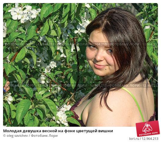 Купить «Молодая девушка весной на фоне цветущей вишни», фото № 12964213, снято 2 июля 2020 г. (c) oleg savichev / Фотобанк Лори