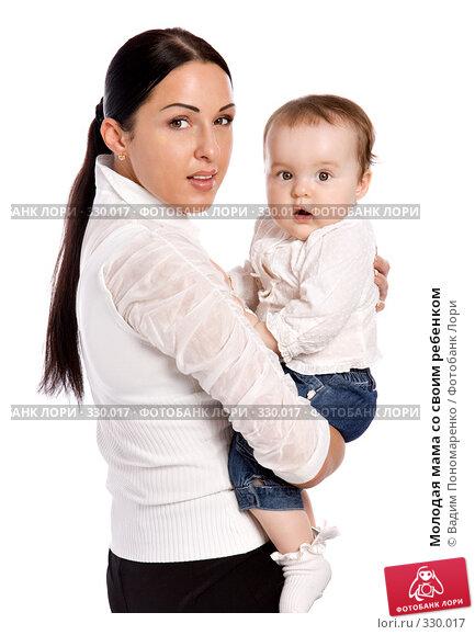 Купить «Молодая мама со своим ребенком», фото № 330017, снято 9 мая 2008 г. (c) Вадим Пономаренко / Фотобанк Лори