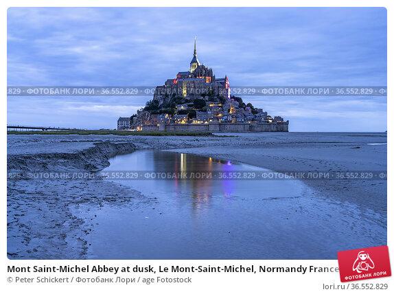 Mont Saint-Michel Abbey at dusk, Le Mont-Saint-Michel, Normandy France... Стоковое фото, фотограф Peter Schickert / age Fotostock / Фотобанк Лори