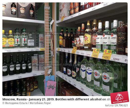 Купить «Moscow, Russia - January 21. 2019. Bottles with different alcohol on shelves of Pyaterochka store», фото № 29796621, снято 21 января 2019 г. (c) Володина Ольга / Фотобанк Лори