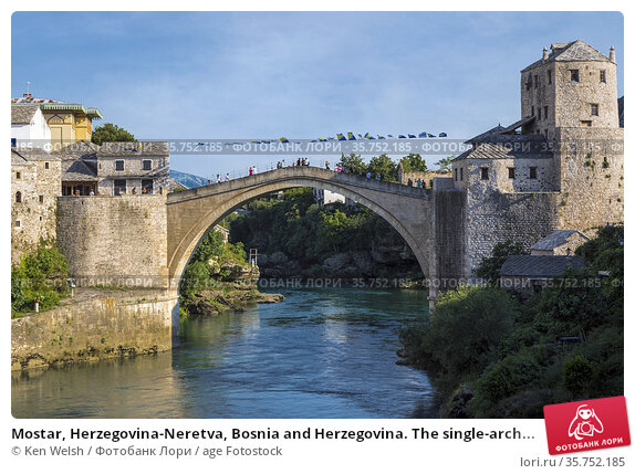 Mostar, Herzegovina-Neretva, Bosnia and Herzegovina. The single-arch... Стоковое фото, фотограф Ken Welsh / age Fotostock / Фотобанк Лори