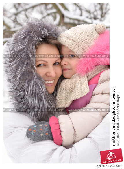 Купить «mother and daughter in winter», фото № 7267501, снято 12 декабря 2013 г. (c) Ruslan Huzau / Фотобанк Лори