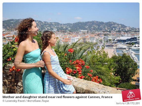 Купить «Mother and daughter stand near red flowers against Cannes, France», фото № 28172201, снято 29 июля 2016 г. (c) Losevsky Pavel / Фотобанк Лори