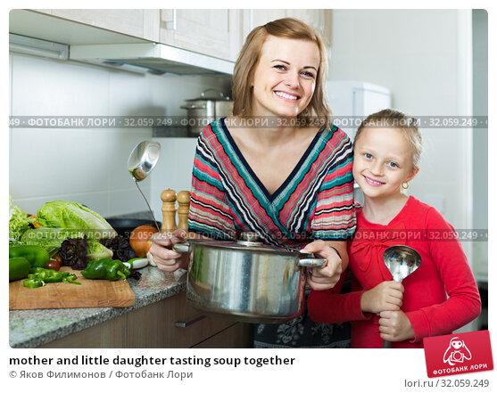 mother and little daughter tasting soup together. Стоковое фото, фотограф Яков Филимонов / Фотобанк Лори