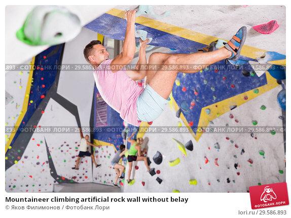 Купить «Mountaineer climbing artificial rock wall without belay», фото № 29586893, снято 9 июля 2018 г. (c) Яков Филимонов / Фотобанк Лори