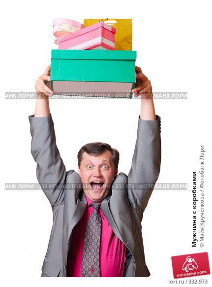 Мужчина с коробками, фото № 332973, снято 15 июня 2008 г. (c) Майя Крученкова / Фотобанк Лори
