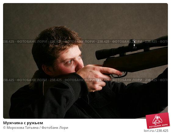 Мужчина с ружьем, фото № 238425, снято 24 декабря 2006 г. (c) Морозова Татьяна / Фотобанк Лори