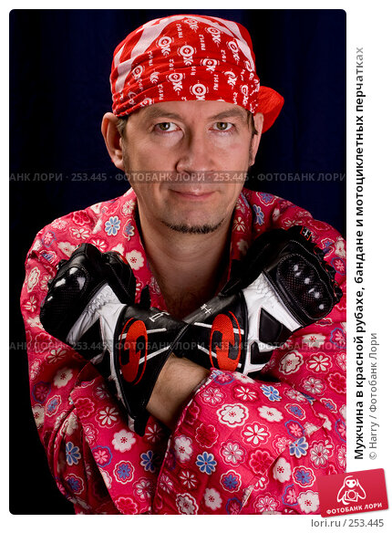 Мужчина в красной рубахе, бандане и мотоциклетных перчатках, фото № 253445, снято 22 марта 2008 г. (c) Harry / Фотобанк Лори
