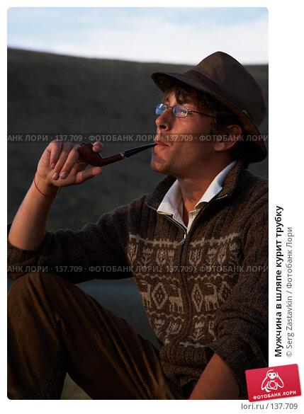 Мужчина в шляпе курит трубку, фото № 137709, снято 25 июля 2007 г. (c) Serg Zastavkin / Фотобанк Лори