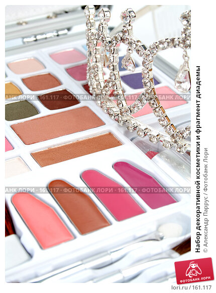 Набор декоративной косметики и фрагмент диадемы, фото № 161117, снято 25 июня 2007 г. (c) Александр Паррус / Фотобанк Лори