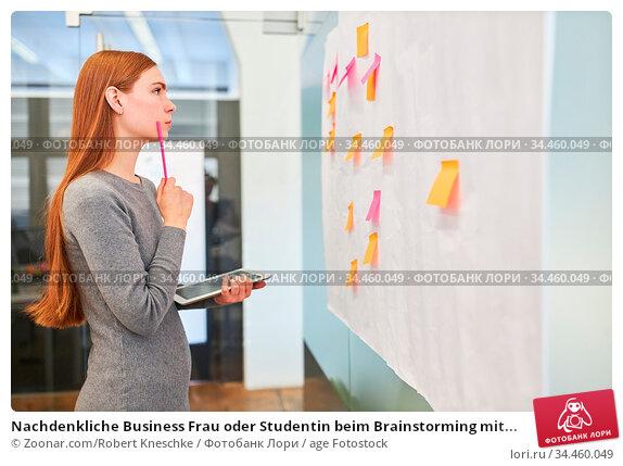 Nachdenkliche Business Frau oder Studentin beim Brainstorming mit... Стоковое фото, фотограф Zoonar.com/Robert Kneschke / age Fotostock / Фотобанк Лори