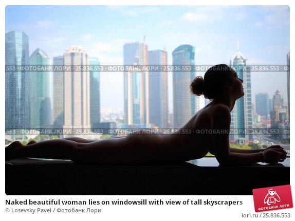 Купить «Naked beautiful woman lies on windowsill with view of tall skyscrapers», фото № 25836553, снято 7 ноября 2015 г. (c) Losevsky Pavel / Фотобанк Лори