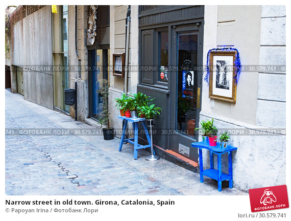 Купить «Narrow street in old town. Girona, Catalonia, Spain», фото № 30579741, снято 23 января 2019 г. (c) Papoyan Irina / Фотобанк Лори