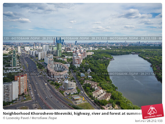Купить «Neighborhood Khoroshevo-Mnevniki, highway, river and forest at summer in Moscow, Russia», фото № 28212133, снято 13 июня 2014 г. (c) Losevsky Pavel / Фотобанк Лори