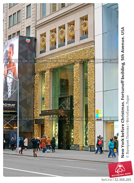 Купить «New York before Christmas. Fortunoff building, 5th Avenue. USA», фото № 32368265, снято 16 декабря 2017 г. (c) Валерия Попова / Фотобанк Лори