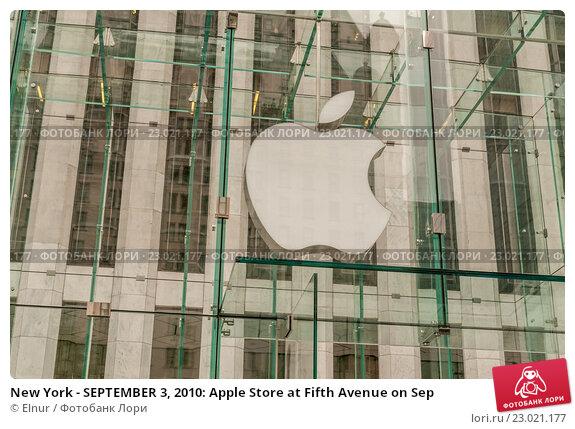 Купить «New York - SEPTEMBER 3, 2010: Apple Store at Fifth Avenue on Sep», фото № 23021177, снято 3 сентября 2010 г. (c) Elnur / Фотобанк Лори