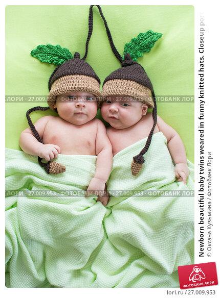 Купить «Newborn beautiful baby twins weared in funny knitted hats. Closeup portrait, caucasian child», фото № 27009953, снято 26 сентября 2012 г. (c) Оксана Кузьмина / Фотобанк Лори