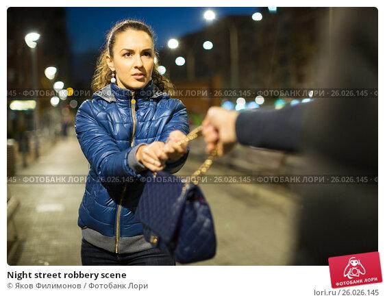 Купить «Night street robbery scene», фото № 26026145, снято 19 апреля 2019 г. (c) Яков Филимонов / Фотобанк Лори