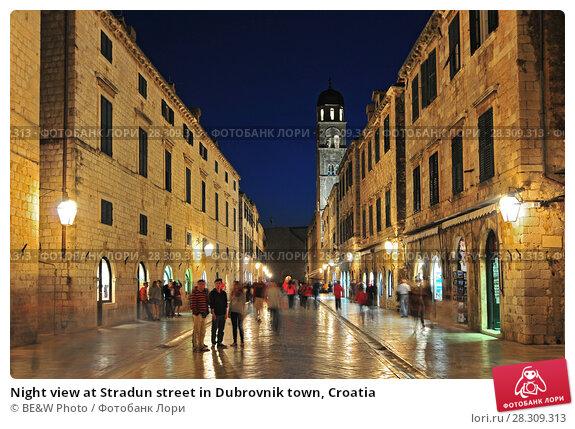 Купить «Night view at Stradun street in Dubrovnik town, Croatia», фото № 28309313, снято 19 декабря 2018 г. (c) BE&W Photo / Фотобанк Лори