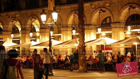 Купить «Night view of Placa Reial in Barcelona, Spain», видеоролик № 6447165, снято 18 июля 2014 г. (c) Яков Филимонов / Фотобанк Лори