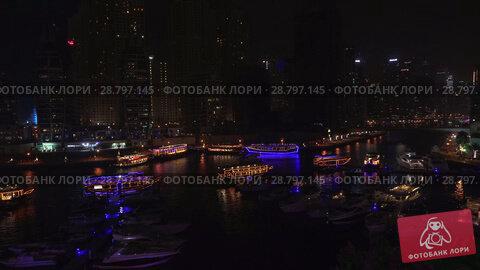 Купить «Night view of the harbor with yachts in the expensive tourist area Dubai Marina stock footage video», видеоролик № 28797145, снято 1 апреля 2018 г. (c) Юлия Машкова / Фотобанк Лори