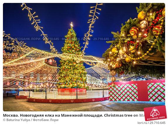 Новогодняя елка на Манежной Площади Christmas tree on Manezh Square (2018 год). Редакционное фото, фотограф Baturina Yuliya / Фотобанк Лори