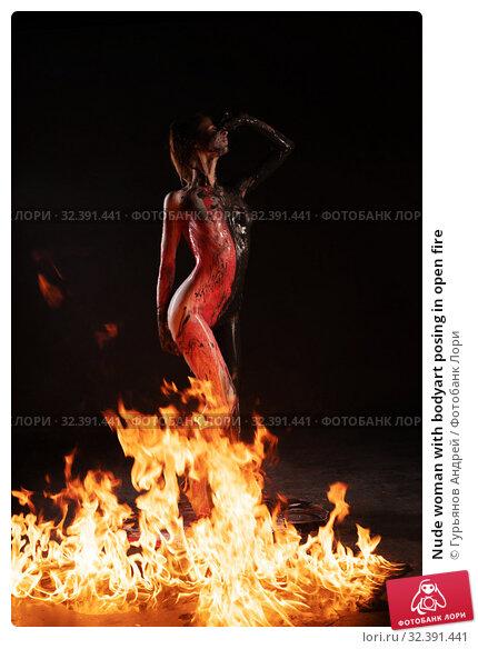 Купить «Nude woman with bodyart posing in open fire», фото № 32391441, снято 25 октября 2019 г. (c) Гурьянов Андрей / Фотобанк Лори
