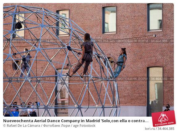 Nueveochenta Aerial Dance Company in Madrid 'Solo,con ella o contra... Редакционное фото, фотограф Rafael De La Cámara / age Fotostock / Фотобанк Лори