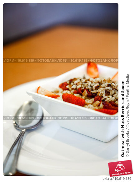Oatmeal with Nuts Berries and Spoon. Стоковое фото, фотограф Darryl Brooks / PantherMedia / Фотобанк Лори