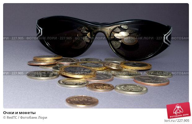 Очки и монеты, фото № 227905, снято 20 марта 2008 г. (c) RedTC / Фотобанк Лори