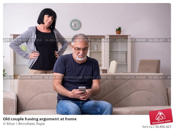 Old couple having argument at home. Стоковое фото, фотограф Elnur / Фотобанк Лори