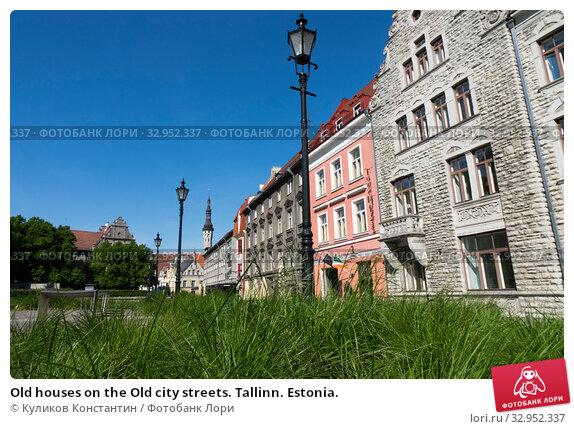 Old houses on the Old city streets. Tallinn. Estonia. (2016 год). Стоковое фото, фотограф Куликов Константин / Фотобанк Лори