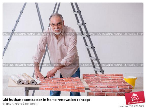 Купить «Old husband contractor in home renovation concept», фото № 33428973, снято 3 июня 2019 г. (c) Elnur / Фотобанк Лори