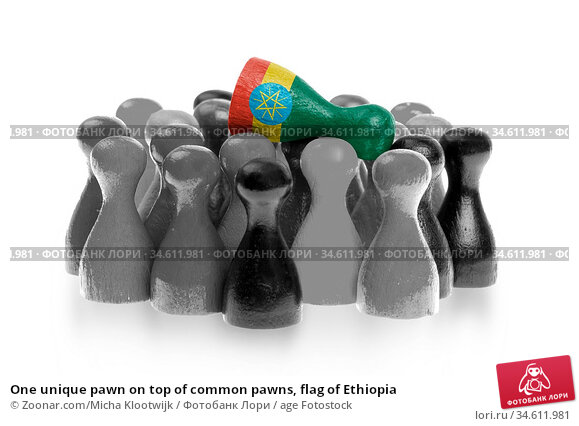 One unique pawn on top of common pawns, flag of Ethiopia. Стоковое фото, фотограф Zoonar.com/Micha Klootwijk / age Fotostock / Фотобанк Лори