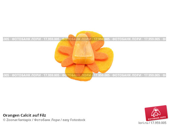 Купить «Orangen Calcit auf Filz», фото № 17959005, снято 26 июня 2020 г. (c) easy Fotostock / Фотобанк Лори