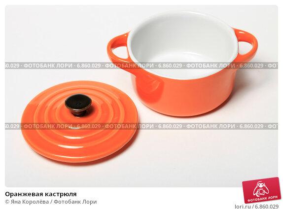Купить «Оранжевая кастрюля», эксклюзивное фото № 6860029, снято 15 декабря 2014 г. (c) Яна Королёва / Фотобанк Лори