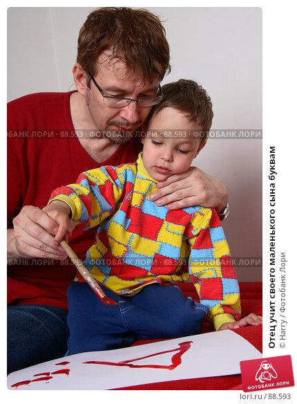 Отец учит своего маленького сына буквам, фото № 88593, снято 4 июня 2007 г. (c) Harry / Фотобанк Лори