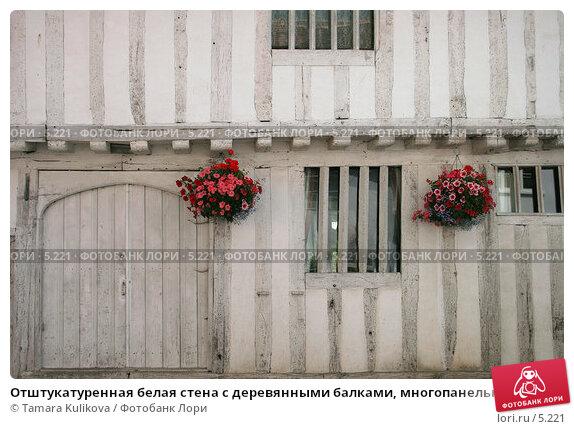 Отштукатуренная белая стена с деревянными балками, многопанельные окна, деревня Lavenham, Suffolk, Англия, фото № 5221, снято 9 июля 2006 г. (c) Tamara Kulikova / Фотобанк Лори