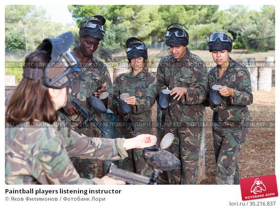 Купить «Paintball players listening instructor», фото № 30216837, снято 11 августа 2018 г. (c) Яков Филимонов / Фотобанк Лори