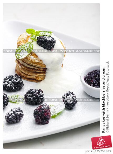 Pancakes with blackberries and cream. Стоковое фото, фотограф Richard Semik / easy Fotostock / Фотобанк Лори