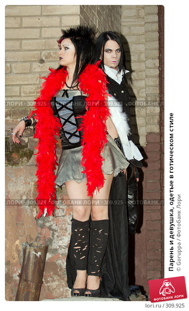 Купить «Парень и девушка, одетые в готическом стиле», фото № 309925, снято 1 июня 2008 г. (c) Goruppa / Фотобанк Лори