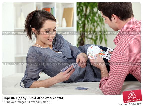 Парни играют в карты фото 505-191