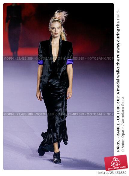Купить «PARIS, FRANCE - OCTOBER 03: A model walks the runway during the Haider Ackermann show as part of the Paris Fashion Week Womenswear Spring/Summer 2016 on October 3, 2015 in Paris, France.», фото № 23483589, снято 3 октября 2015 г. (c) Anton Oparin / Фотобанк Лори