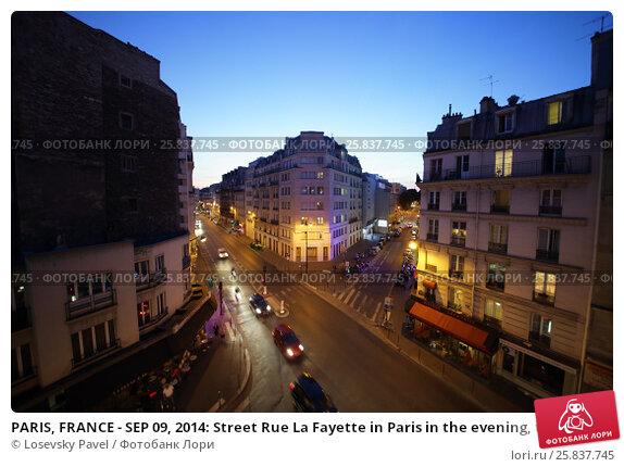 Купить «PARIS, FRANCE - SEP 09, 2014: Street Rue La Fayette in Paris in the evening, top view», фото № 25837745, снято 9 сентября 2014 г. (c) Losevsky Pavel / Фотобанк Лори
