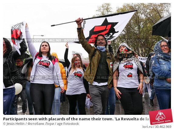 Participants seen with placards of the name their town. 'La Revuelta de la España Vaciada' from the Plaza de Colón in Madrid to Neptuno with a massive... (2019 год). Редакционное фото, фотограф Jesús Hellín / age Fotostock / Фотобанк Лори