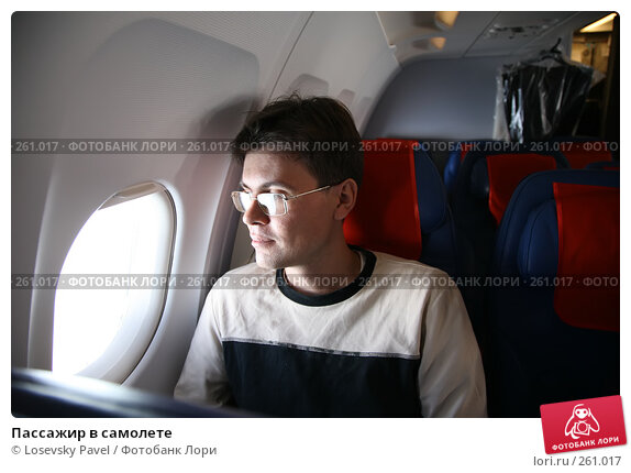 Купить «Пассажир в самолете», фото № 261017, снято 25 апреля 2018 г. (c) Losevsky Pavel / Фотобанк Лори