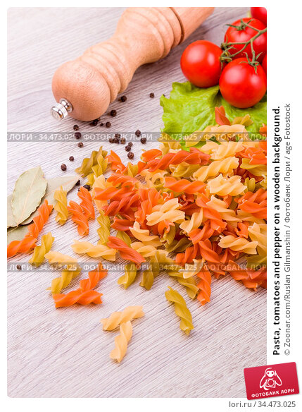 Pasta, tomatoes and pepper on a wooden background. Стоковое фото, фотограф Zoonar.com/Ruslan Gilmanshin / age Fotostock / Фотобанк Лори