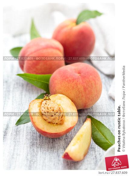 Купить «Peaches on rustic table.», фото № 27837609, снято 18 февраля 2018 г. (c) PantherMedia / Фотобанк Лори