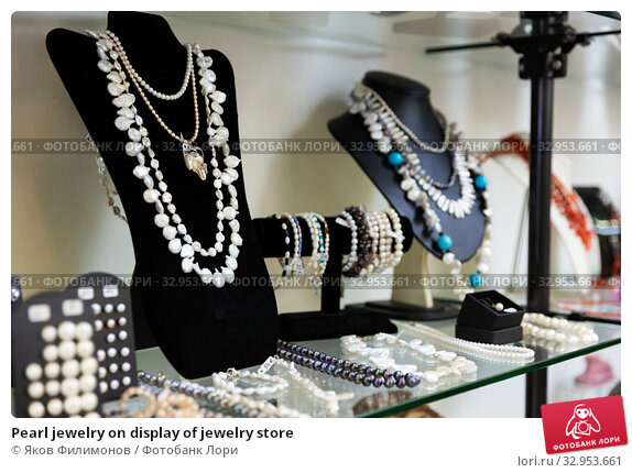 Pearl jewelry on display of jewelry store. Стоковое фото, фотограф Яков Филимонов / Фотобанк Лори