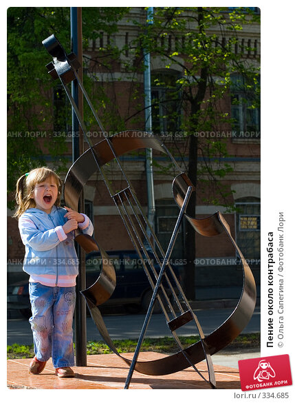 Пение около контрабаса, фото № 334685, снято 23 мая 2007 г. (c) Ольга Сапегина / Фотобанк Лори